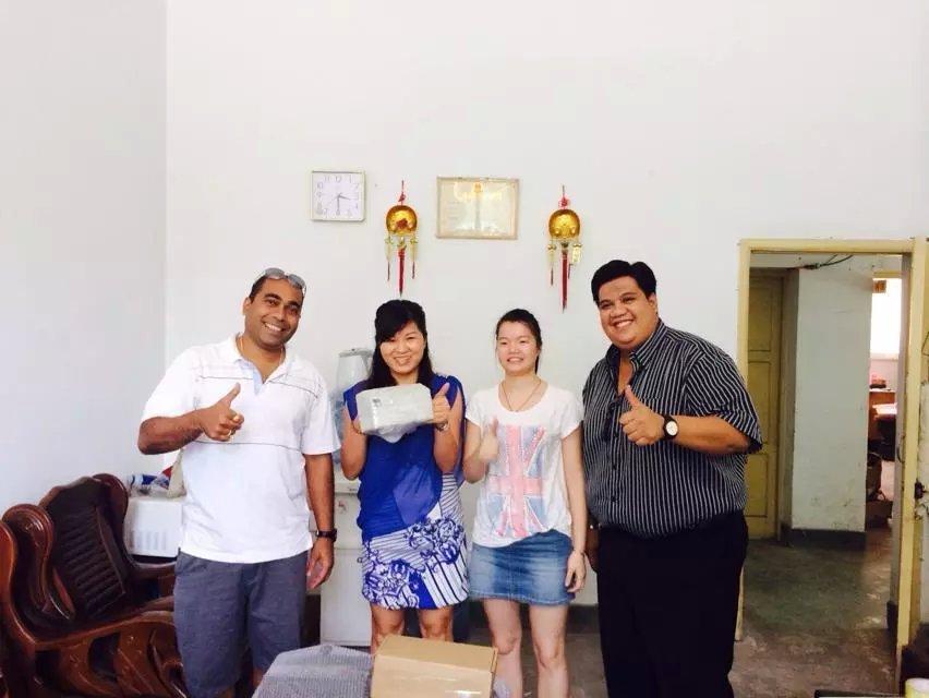 马来西亚打标机客户来访订购二氧化碳激光打标机-激光喷码机